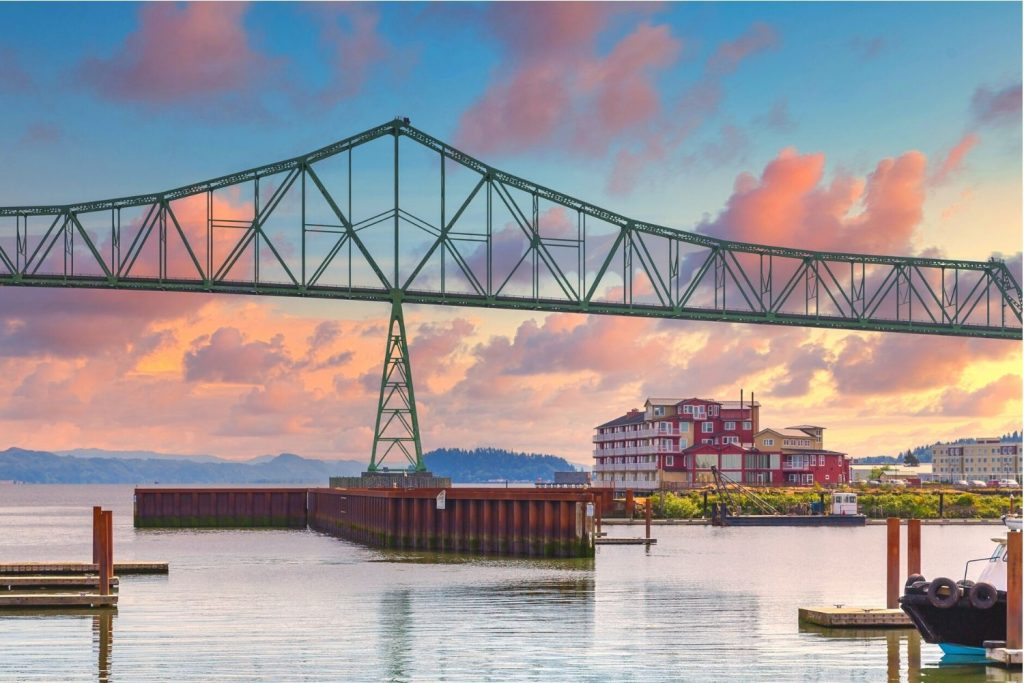 where to stay in astoria oregon