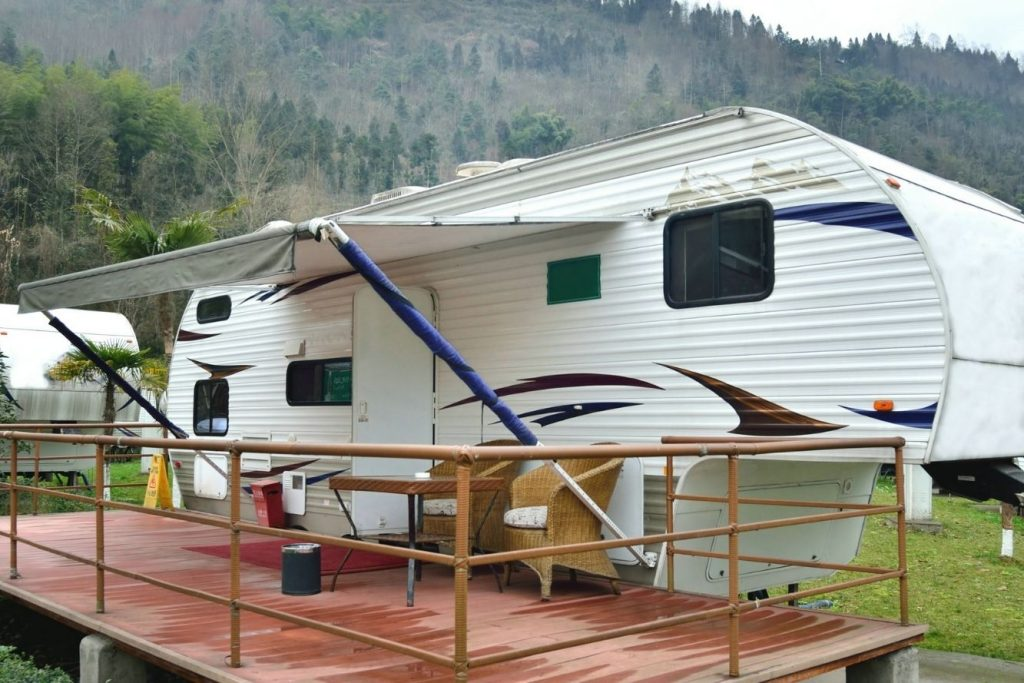 stationary RV for mobile RV repair service